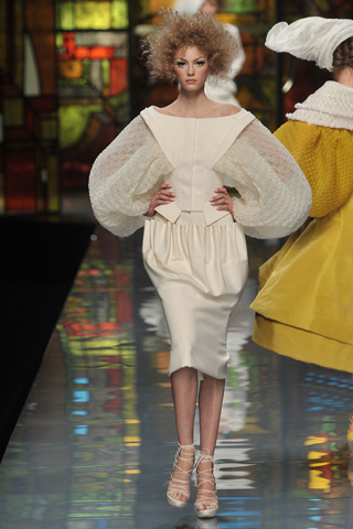 Dior Spring Couture 09 cream sleeves