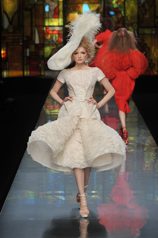 Dior Spring Couture 09 cream dress