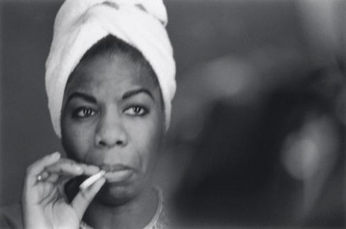 Nina Simone, don't smoke, but if you. Do it like this.