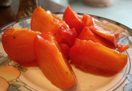 Persimmons_on_plate
